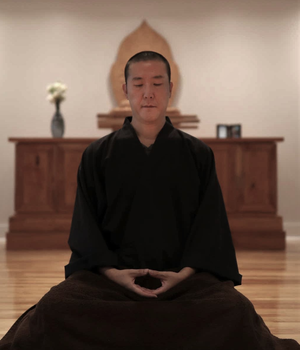 A picture of a man named Guo Gu in a sitting meditation posture
